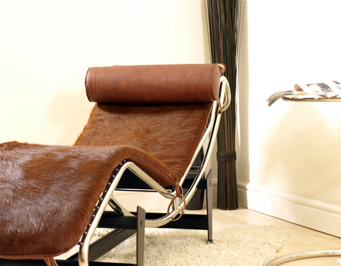 Le corbusier lc4 chaise longue recliner brown ponyhide for Brown chaise longue